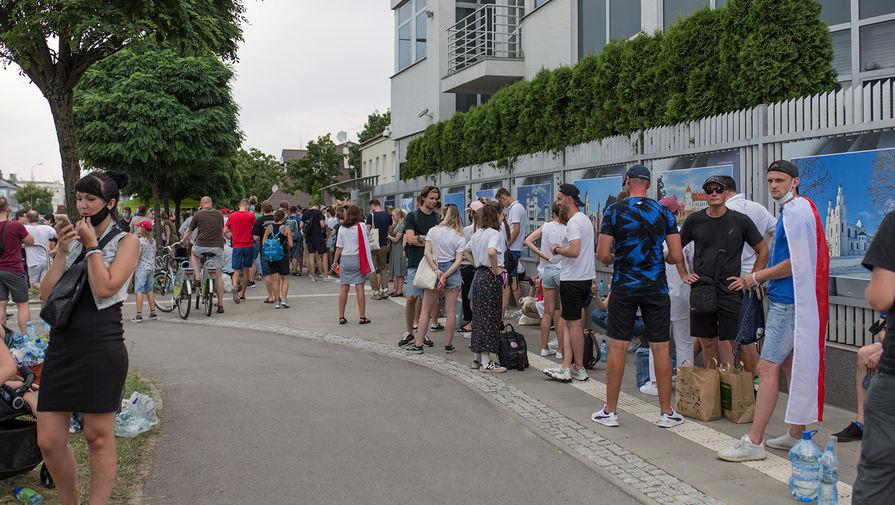 Ситуация у посольства Белоруссии в Варшаве, 9 августа 2020 года