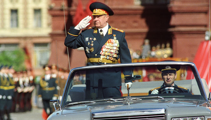 Министр обороны СССР Маршал Советского Союза Дмитрий Язов на военном параде в честь 45-й годовщины Победы Советского Союза в Великой Отечественной войне, 1990 год