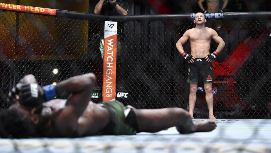 Российский боец Петр Ян в поединке против Алджамейна Стерлинга на UFC 259