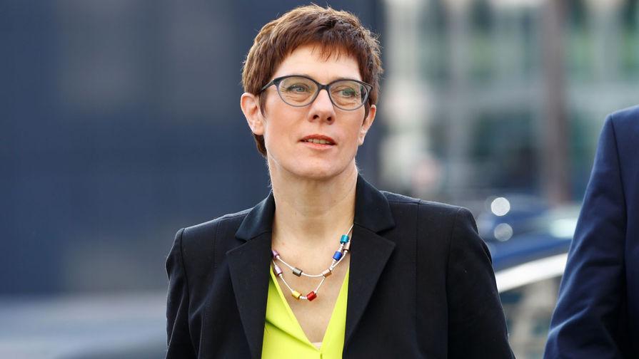 Крамп-Карренбауэр сменила Меркель на посту председателя ХДС