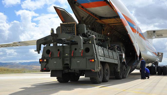 Разгрузка российской системы С-400 на турецкой авиабазе под Анкарой, 12 июля 2019 года