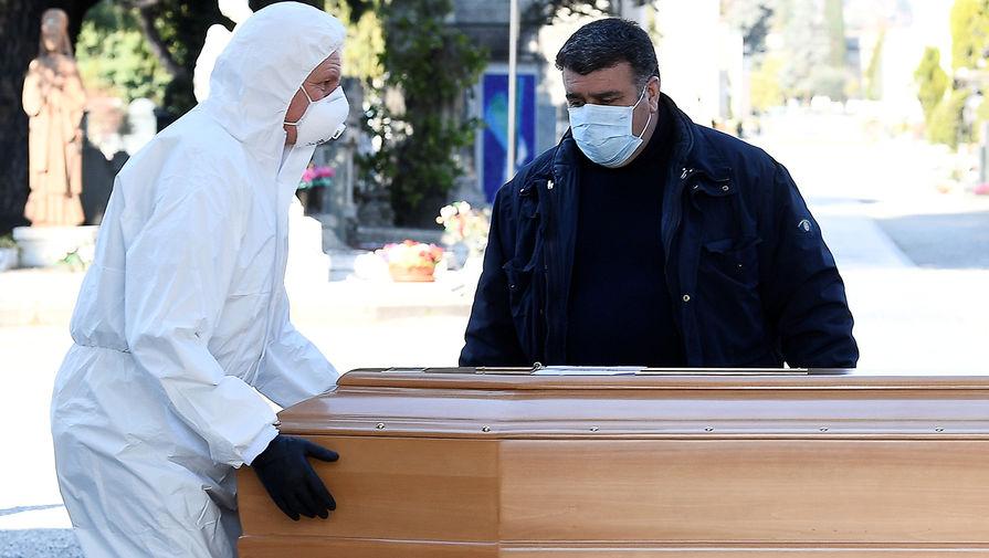 Похороны жертвы коронавируса COVID-19 в Бергамо, 16 марта 2020 года
