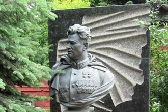 В 1992 году могилу Черняховского в центре Вильнюса ликвидировали, останки генерала были перезахоронены на Новодевичьем кладбище в Москве