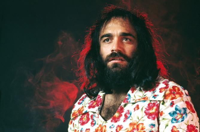 Демис Руссос родился 15 июня 1946 года в Египте, в Александрии, в семье выходцев из Греции с богатыми музыкальными традициями: его мать была певицей, а отец играл на классической гитаре
