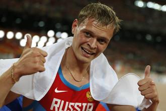 Денис Кудрявцев сразу после финиша финального забега на 400 метров с барьерами