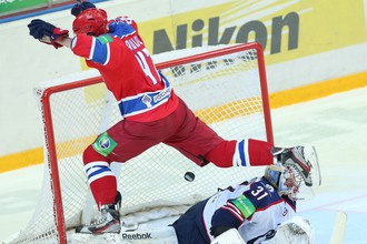 Александр Радулов в матче с «Сибирью»