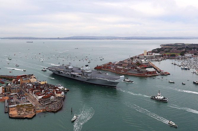 Авианосец «Королева Елизавета» в порту Портсмут, 16 августа 2017 года