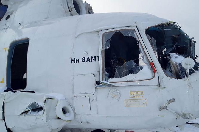 Вертолет Ми-8 авиакомпании «КрасАвиа» после жесткой посадки с опрокидыванием на бок в районе населенного пункта Байкит