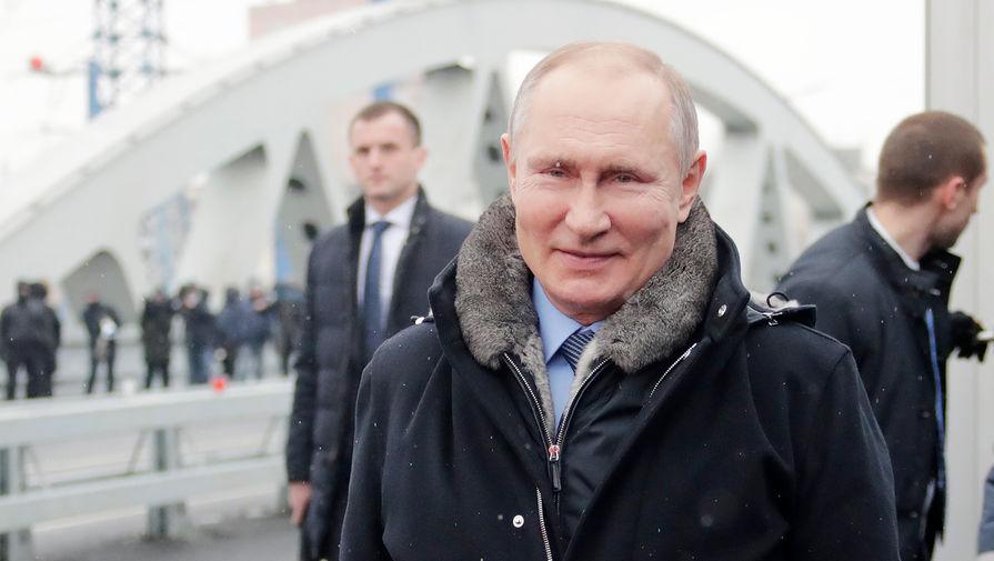 Президент России Владимир Путин принимает участие в церемонии открытия транспортной развязки в Химках, 26 января 2021 года