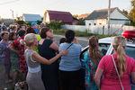 Жители города Озеры удома семьи Черниковых