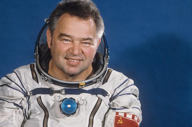 Летчик-космонавт СССР Георгий Гречко, 1985 год