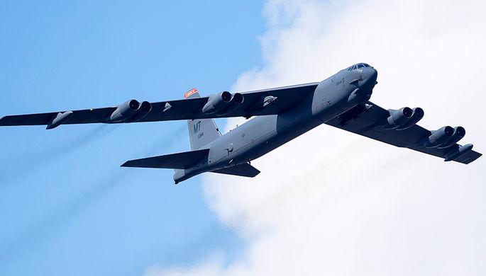 Бомбардировщик ВВС США В-52