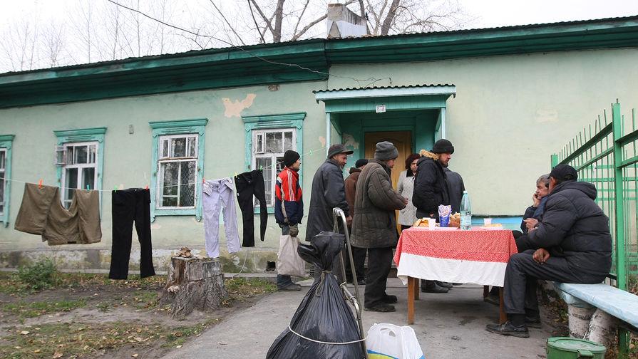 Половине российских семей хватает только на еду и одежду, выяснил Росстат