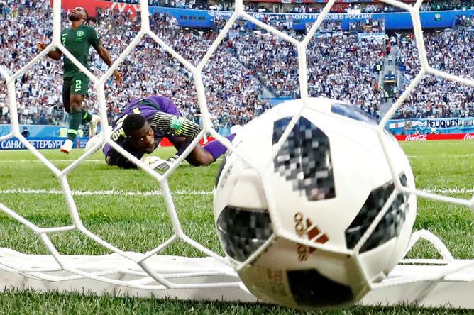 Во время матча группового этапа чемпионата мира по футболу между сборными Нигерии и Аргентины в Санкт-Петербурге, 26 июня 2018 года