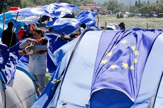 Палаточный лагерь, переполненный мигрантами и беженцами в северной части Греции в пограничном пункте Идомени, Греция