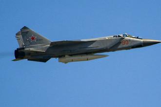 Многоцелевой истребитель МиГ-31 с гиперзвуковой ракетой «Кинжал» во время воздушной части военного парада, посвященного 73-й годовщине Победы в Великой Отечественной войне, 9 мая 2018 года