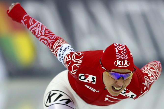 Россиянка Ольга Фаткулина бежит к бронзовой медали на ЧМ по конькобежному спорту