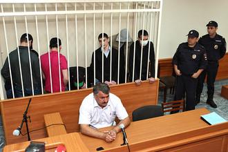 Бывшие сотрудники отдела полиции «Дальний» во время оглашения приговора в Приволжском районном суде