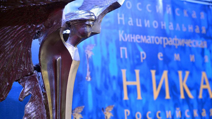 Статуя национальной кинематографической премии «Ника» на заседании членов Российской академии кинематографических искусств, где будут объявлены номинанты премии «Ника-29» за 2015 год, в музыкальном зале киноклуба «Эльдар» в Москве