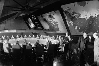 Кадр из фильма Стэнли Кубрика «Доктор Стрейнджлав, или Как я перестал бояться и полюбил бомбу» (1964)