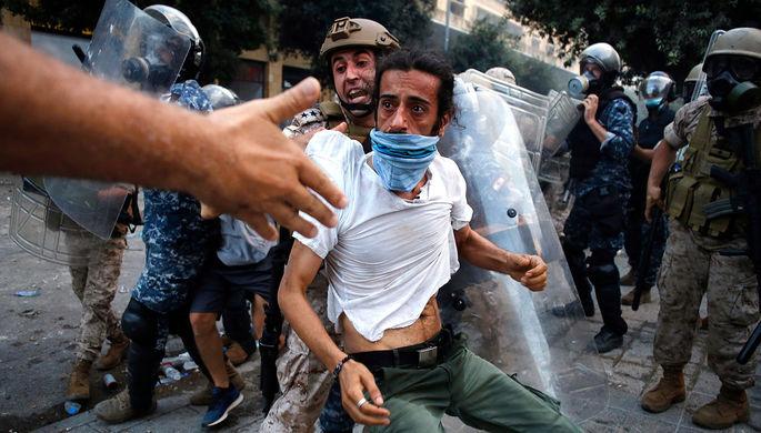 «Бейрут — столица революции»: протестующие заняли здание МИД