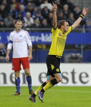 Кевин Гросскройц празднует первый гол в матче