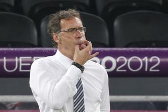 Лоран Блан руководит французской сборной в матче против команды Украины