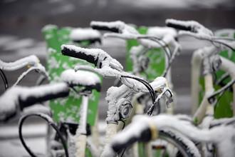 Снег парализовал Европу