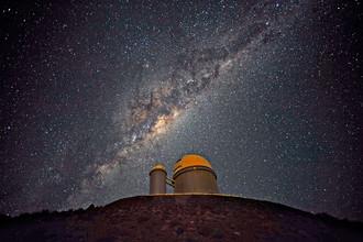 Телескопы ESO на фоне центра нашей Галактики