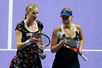 Елена Веснина (справа) и Екатерина Макарова не справились со своей задачей на итоговом турнире