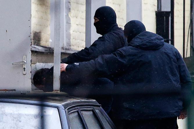 Подозреваемого в причастности к убийству Бориса Немцова доставили в здание суда в Москве