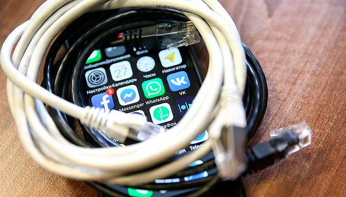 Потеснить иностранцев: в смартфоны зашьют российский софт
