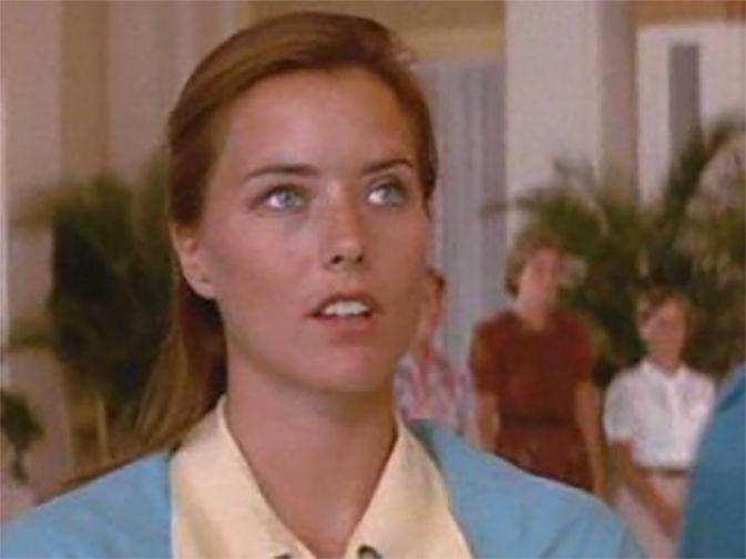 Дебют Леони в качестве актрисы должен был состояться в 1988 году. Ее отобрали для перезапуска сериала «Ангелы Чарли», однако из-за забастовок в Голливуде проект пришлось отложить. Тем не менее Леони решила остаться в Лос-Анджелесе и в 1989 году на одном из прослушиваний ей предложили заменить актрису, исполнявшую роль Лизы Динаполи в мыльной опере «Санта-Барбара»