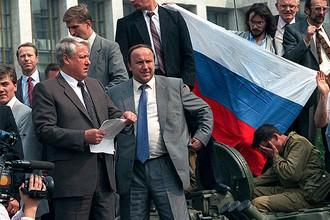 Борис Ельцин на броне танка, 19 августа 1991 года