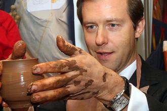 Министр промышленности и торговли России Денис Мантуров во время посещения выставки-ярмарки народных художественных промыслов «Ладья» в Москве, 2013 год