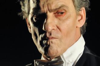 Валерий Гаркалин в сцене из спектакля «Катя, Соня, Поля, Галя, Вера, Оля, Таня…», прогон которого состоялся в Центре имени Вс. Мейерхольда