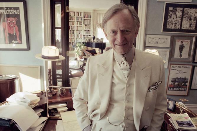 Писатель Том Вулф в своей нью-йоркской квартире, 1998 год