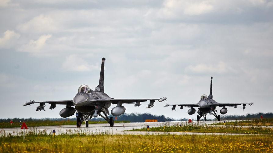 В Японии американский истребитель F-16 выронил в полете учебную ракету