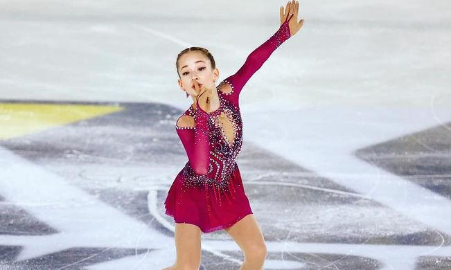 Софья Акатьева в короткой программе на I этапе Кубка России- Ростелеком по фигурному катанию в Сызрани, 21 сентября 2020 года