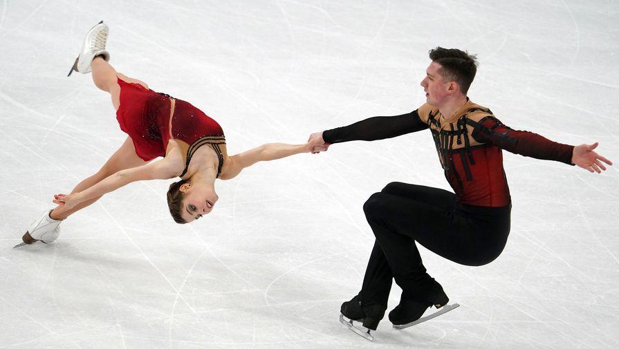 Анастасия Мишина и Александр Галлямов выступают с произвольной программой в парном катании на чемпионате мира по фигурному катанию в Стокгольме