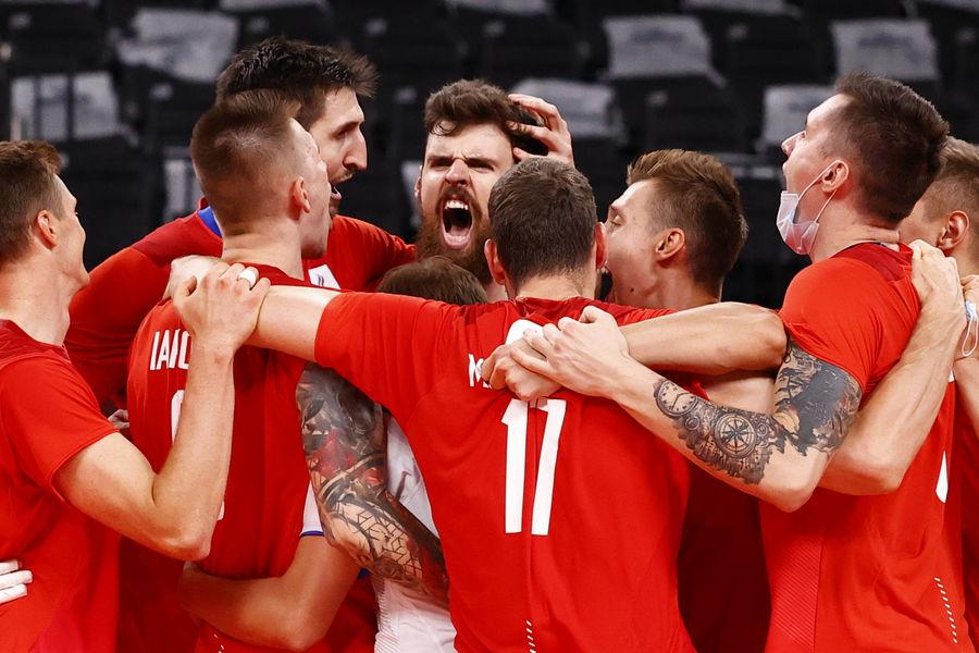 Мужская сборная России поволейболу вматче против Бразилии наОлимпийских играх вТокио