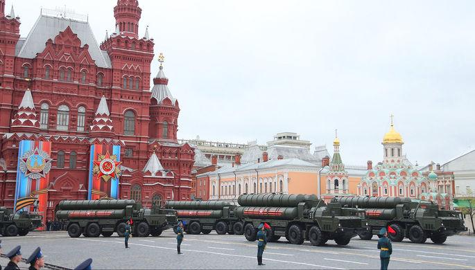 Зенитные ракетные комплексы С-400 «Триумф» на военном параде на Красной площади, посвящённого 72-й годовщине Победы в Великой Отечественной войне