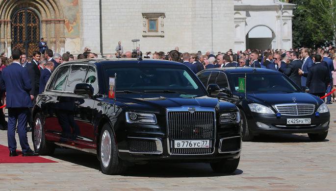 Президентский лимузин Aurus проекта «Кортеж» во время церемонии инаугурации Владимира...