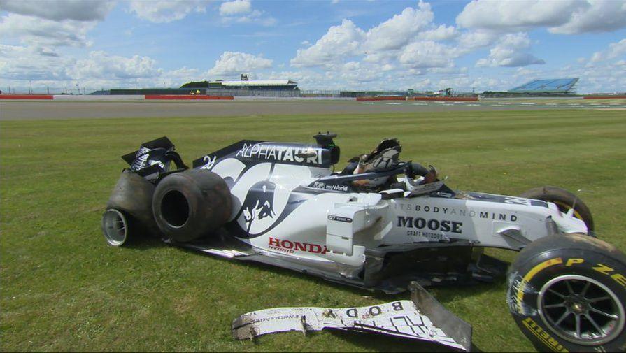 Хэмилтон выиграл Гран-при Великобритании, Квят попал в аварию
