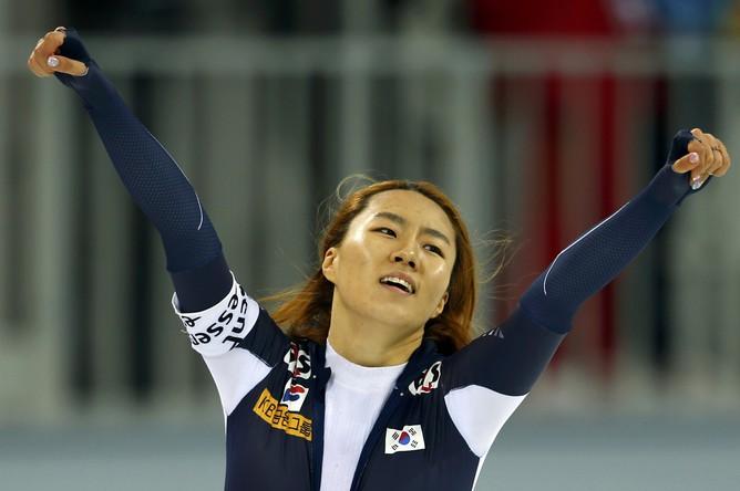 Кореянка Сан Хва Ли — победительница забега на 500 м на ЧМ по конькобежному спорту