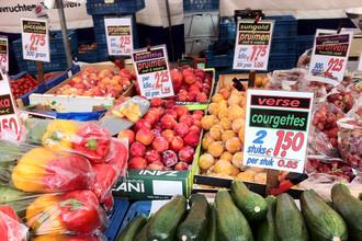 Цены на продукты на продуктовом рынке в Эйндховене, Нидерланды