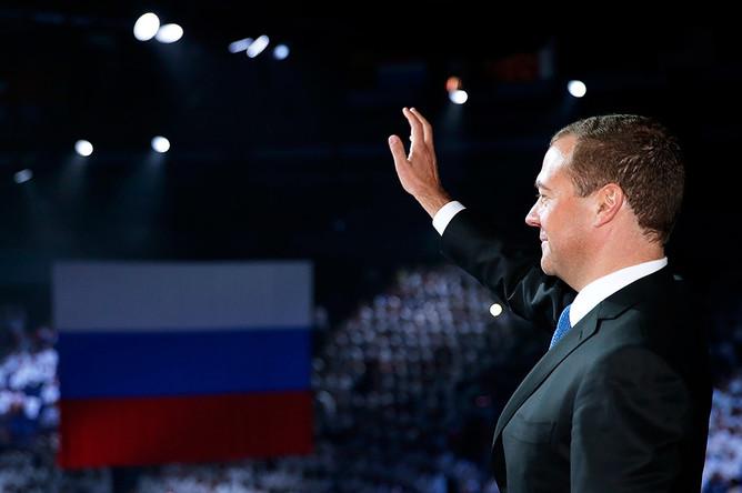 Премьер-министр России Дмитрий Медведев на церемонии закрытия XVI чемпионата мира по водным видам спорта в ледовом дворце «Татнефть-Арена»