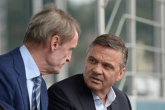 Почетный член Международного олимпийского комитета Жан-Клод Килли и глава Международной федерации хоккея (IIHF) Рене Фазель