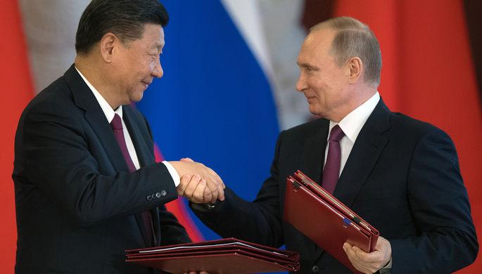 Президент РФ Владимир Путин и председатель Китайской Народной Республики Си Цзиньпин во время...