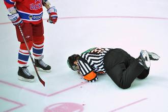 Арбитр Континентальной хоккейной лиги (КХЛ)